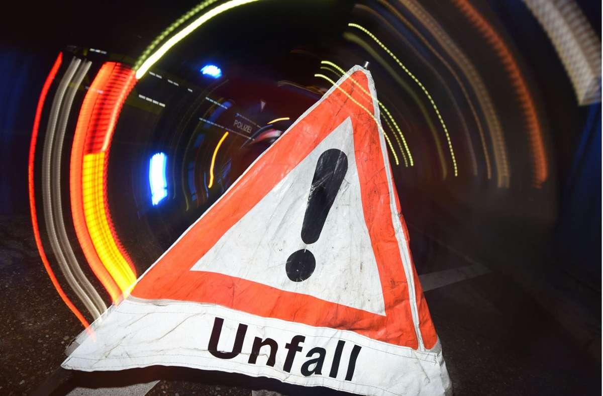 Wegen eines Unfalls war am Donnerstag eine Spur der A81 bei Mundelsheim gesperrt. Foto: dpa/Patrick Seeger
