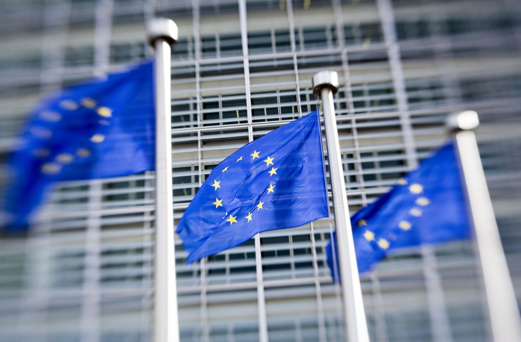 EU-Fahnen wehen in Brüssel. Kontaktpflege ist wichtig. Foto: dpa