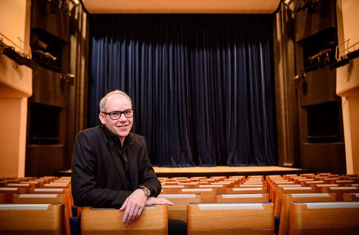 Axel Preuß blickt nach vorn – auch wenn das Alte Schauspielhaus geschlossen bleibt. Foto: dpa/Sina Schuldt