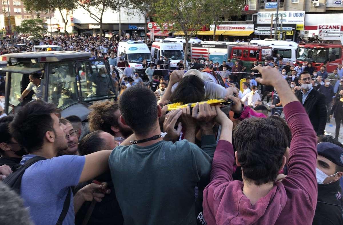 Mindestens 19 Menschen sind bei dem Erdbeben gestorben. Foto: dpa/Ismail Gokmen