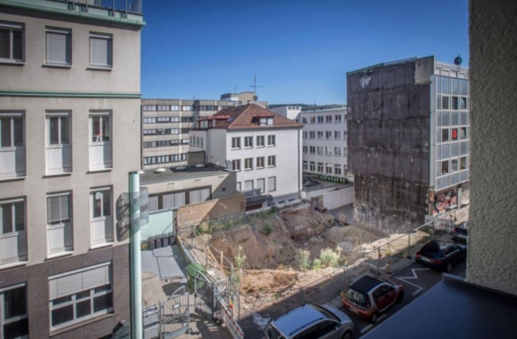 Der private Stuttgarter Denkmalschützer Peter Seydelmann hat allerdings eine Spezialfirma aus Oberschwaben damit beauftragt, das Gebäude Wand für Wand abzutragen und in einer Halle einzulagern. Und so wird das Wengerterhaus – anders als die vorangegangenen Beispiele dieser Bilderstrecke – an anderer Stelle wieder aufgebaut werden. Foto: Achim Zweygarth