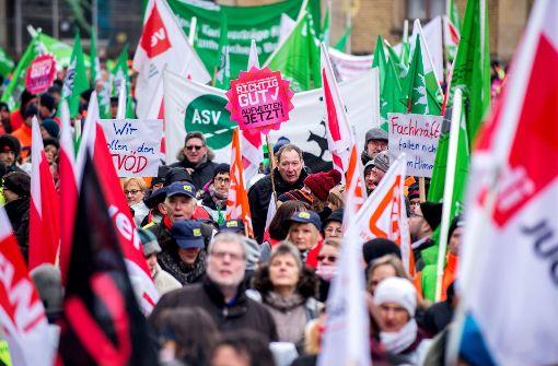 Gewerkschaften erhöhen den Druck im Tarifkonflikt