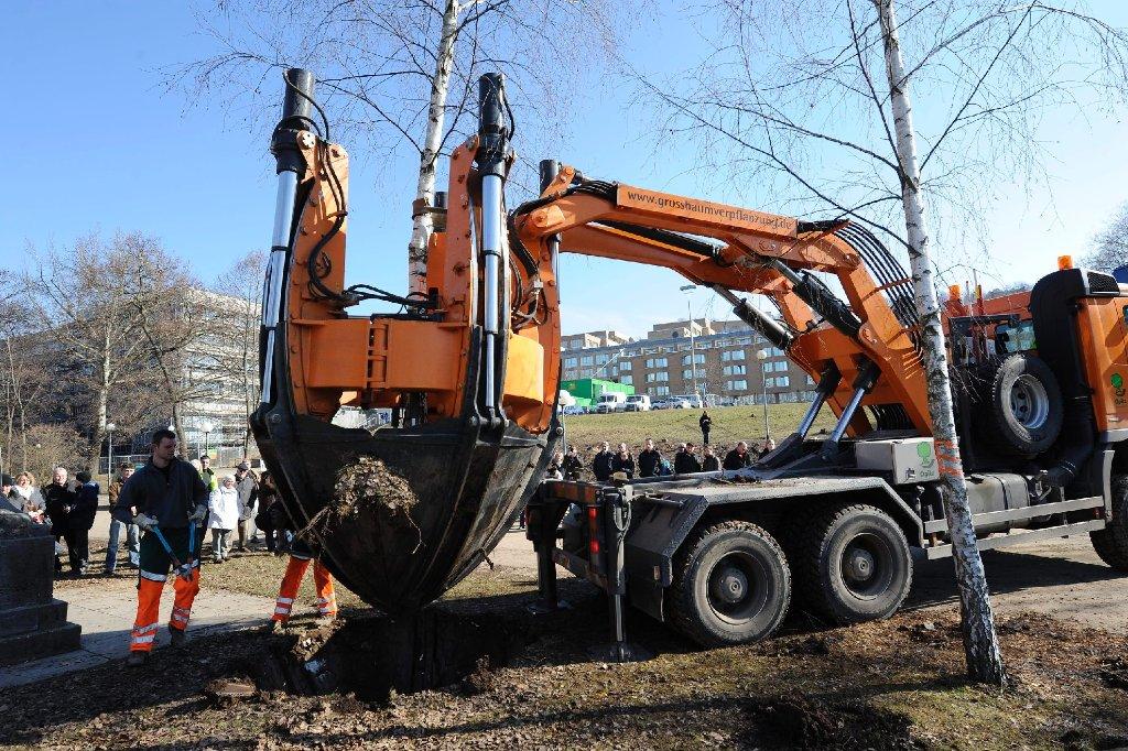 Die aktuellen Baumfäll- und Baumverpflanzungsarbeiten im Stuttgarter Schlossgarten. Foto: www.7aktuell.de/Oskar Eyb