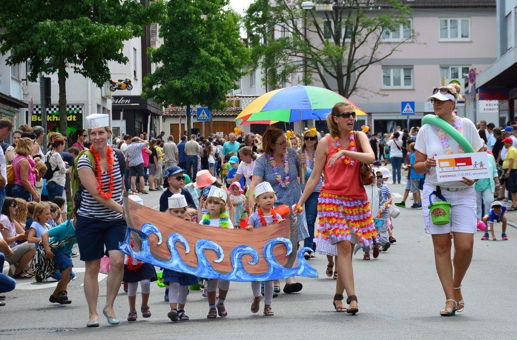 Viele Besucher säumten immer die Straße beim großen Festumzug. Foto: Archiv Lisa Wazulin