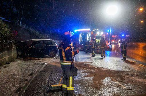 25-jähriger Autofahrer prallt gegen Mauer und stirbt