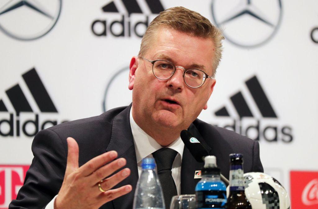 Der Deutsche Fußball-Bund (DFB) will als Folge der Debatte um Mesut Özil und Ilkay Gündogan neue Leitlinien für die Nationalspieler erarbeiten. Foto: dpa