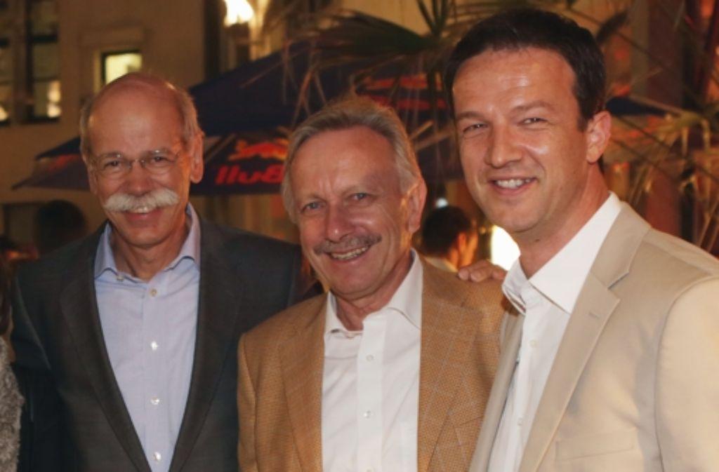Der Kontakt zwischen Daimler-Boss Dieter Zetsche,  Marketingchef Joachim Schmidt und VfB-Manager Fredi Bobic (von links) könnte bald noch enger werde. Foto: Baumann