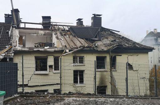 Haus wird bei Explosion zerstört - ein Schwerverletzter
