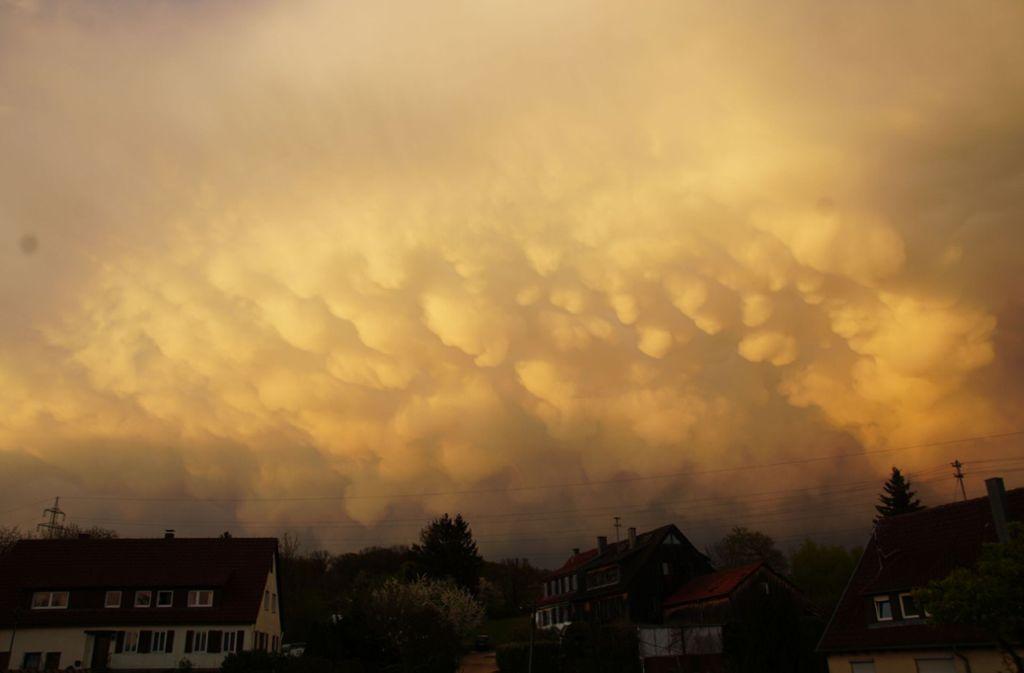Wie hier im Kreis Esslingen bestaunten Beobachter auch andernorts in der Region Stuttgart die rätselhaften Mammatuswolken. Foto: SDMG/Boehmler