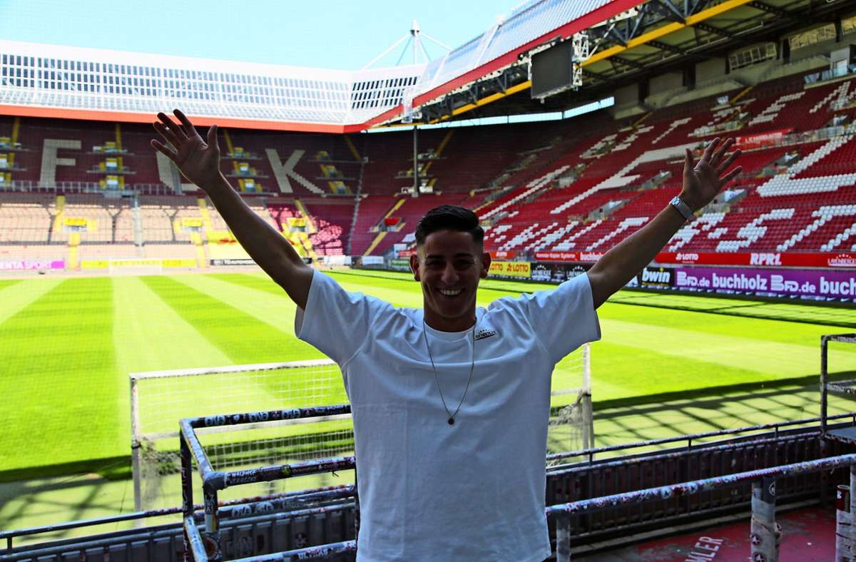 Neue Wirkungsstätte: Nicolas Sessa im Fritz-Walter-Stadion in Kaiserslautern Foto: 1. /FC  Kaiserslautern