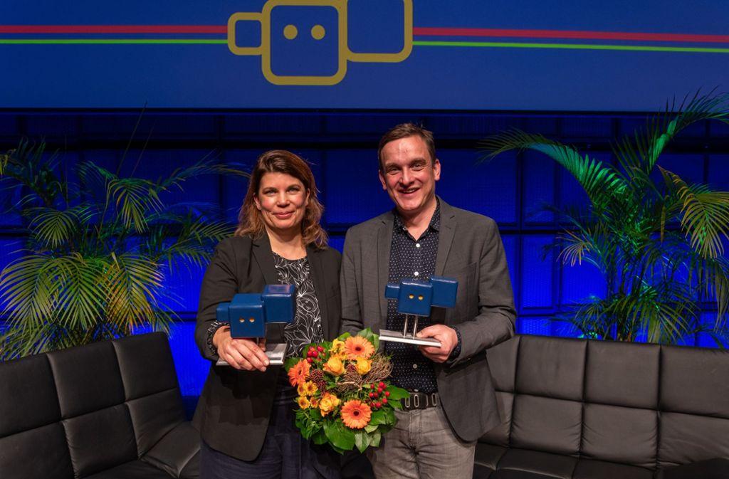 """Helgard Haug (li.) und Thilo Guschas sind für ihr Stück """"Chinchilla Arschloch, waswas""""  geehrt worden. Foto: SWR/Uwe Riehm"""