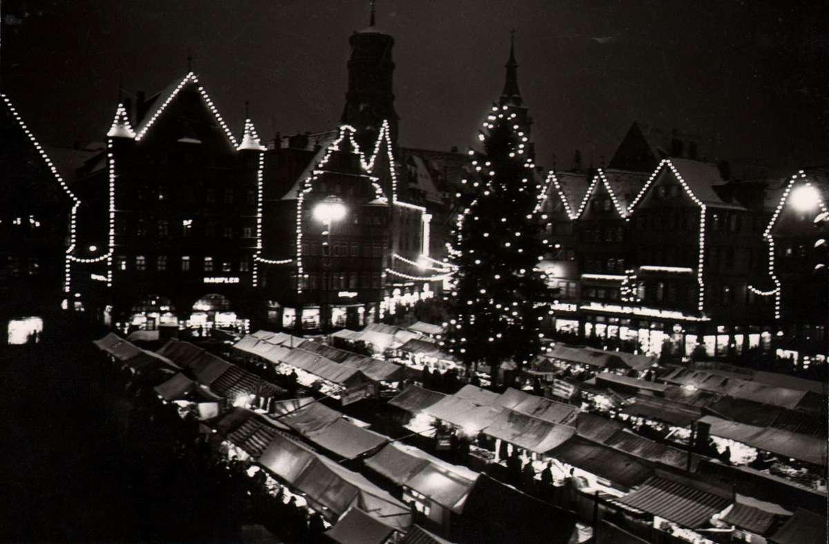 Der Stuttgarter Weihnachtsmarkt im Jahr 1938. Foto: Landesbildstelle Württemberg