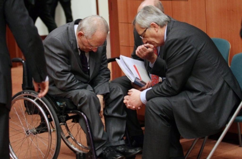 Finanzminister Wolfgang Schäuble und EU-Kommissionschef Jean-Claude Junker (links) haben unterschiedliche Vorstellungen von der Rolle der EU-Kommission – hier ein Bild vom Februar 2012. Foto: EPA