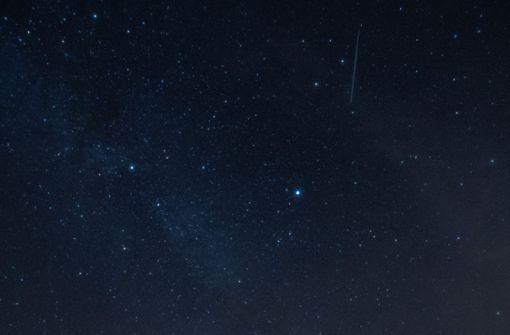 Sternschnuppen-Schauer am Nachthimmel