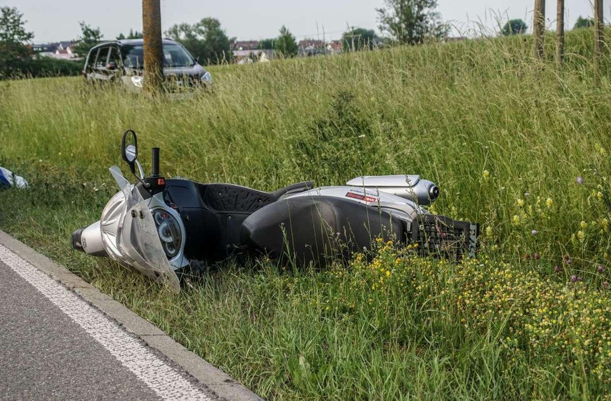 Bei einem Unfall bei Neuhausen/Fildern wurde ein 65-jähriger Rollerfahrer verletzt. Eine Frau hatte zu spät gebremst und war auf den Roller aufgefahren. Foto: SDMG/SDMG / Dettenmeyer