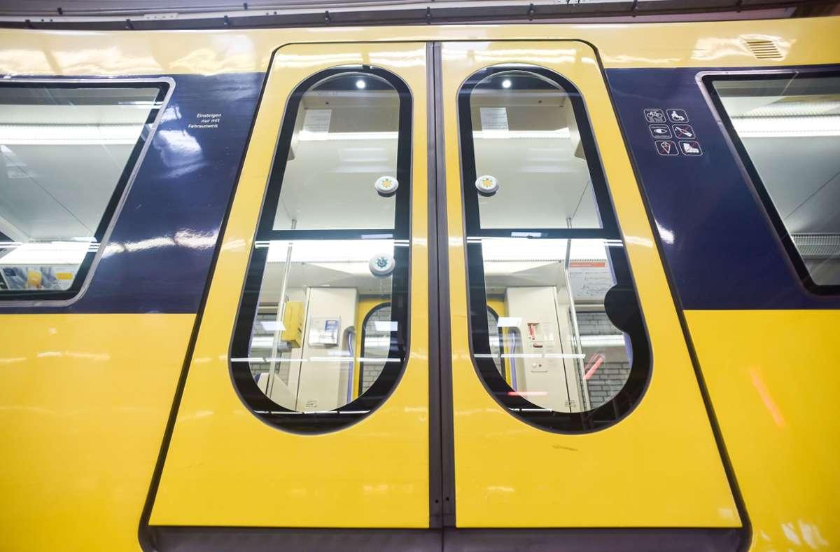 Der Vorfall ereignete sich in der Stadtbahn der Linie U4 von der Wasenstraße in Richtung Hölderlinplatz. (Symbolbild) Foto: Lichtgut/Max Kovalenko