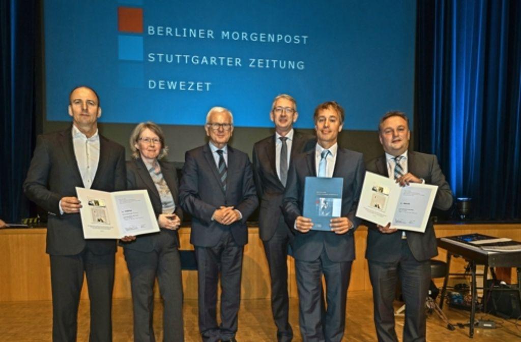 Freude über den zweiten Platz (von links): Dirk Steininger, Heike Groll, Hans-Gert Pöttering, Joachim Dorfs, Erik Raidt und Holger Gayer. Foto: factum/Weise