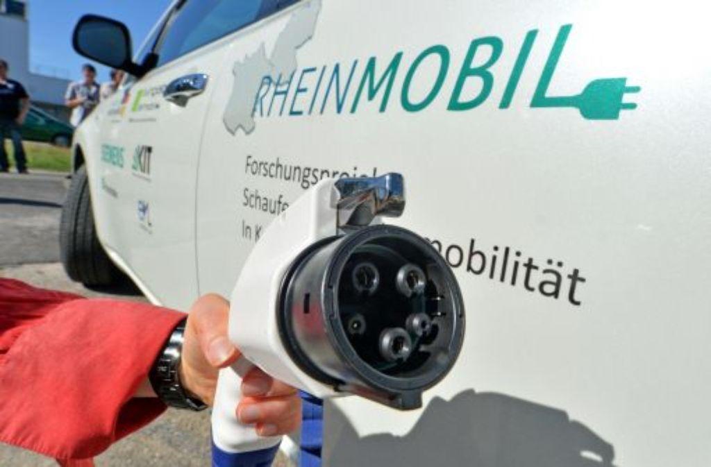 Unter welchen Bedingungen sind E-Mobile wirtschaftlicher als konventionelle Fahrzeuge? Das erforscht ein KIT-Projekt derzeit im Praxistest mit Pendlern. Mit durchaus ermutigenden Aussichten. Foto: dpa