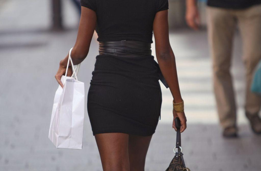 Aufreizende Kleidung lädt Männer zum Grabschen ein, sagt die Soziologin Barbara Kuchler. Foto: dpa