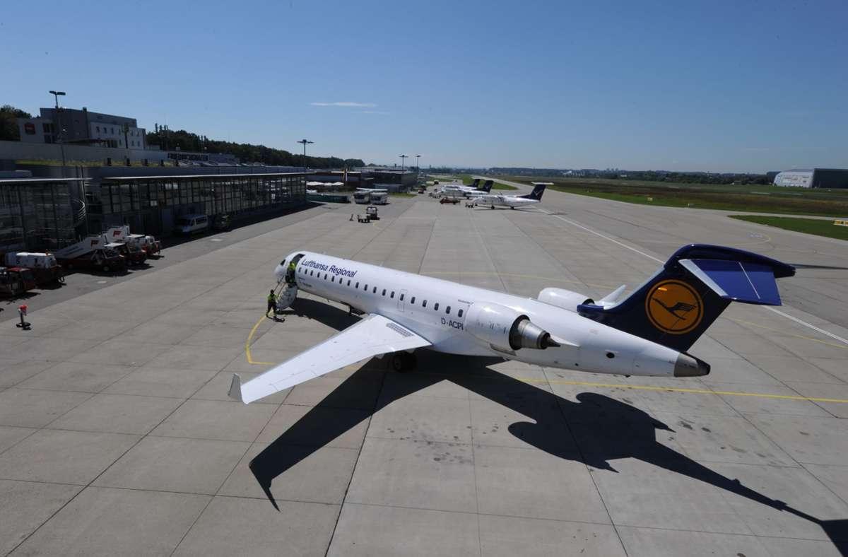 Seit Anfang Oktober fliegt die Lufthansa nicht mehr von Frankfurt nach Friedrichshafen. Das Geld am Bodenseeairport ist ohnehin schon knapp. Foto: /Felix Kaestle