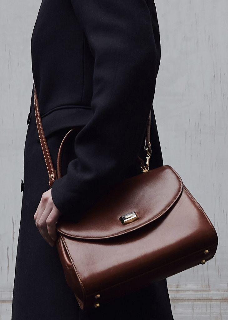 """Was sie sich für 500 Euro kaufen würde? """"Ich würde mir für den kommenden Sommer eine Korbtasche zulegen – das ist eindeutig ein zeitloses It-Piece, das die Sommer-Garderobe aufwertet und sich noch lange halten wird.""""  Foto: Matthaeus Kalinowski"""