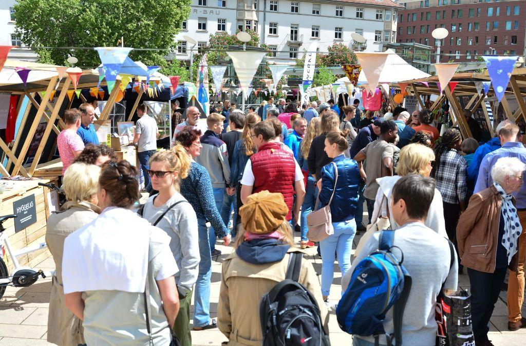 Die entspannte Marktatmosphäre auf dem Übermorgenmarkt zog viele Menschen an. Foto: 7aktuell.de/Gabriel Span