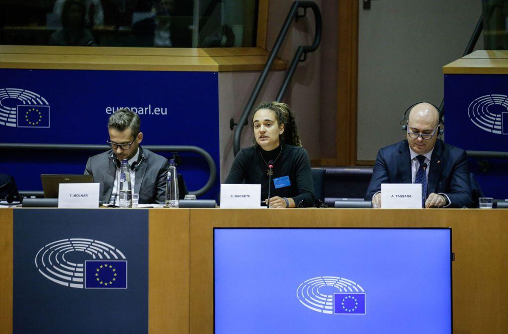 Carola Rackete spricht vor dem EU-Parlament. Foto: AFP/ARIS OIKONOMOU