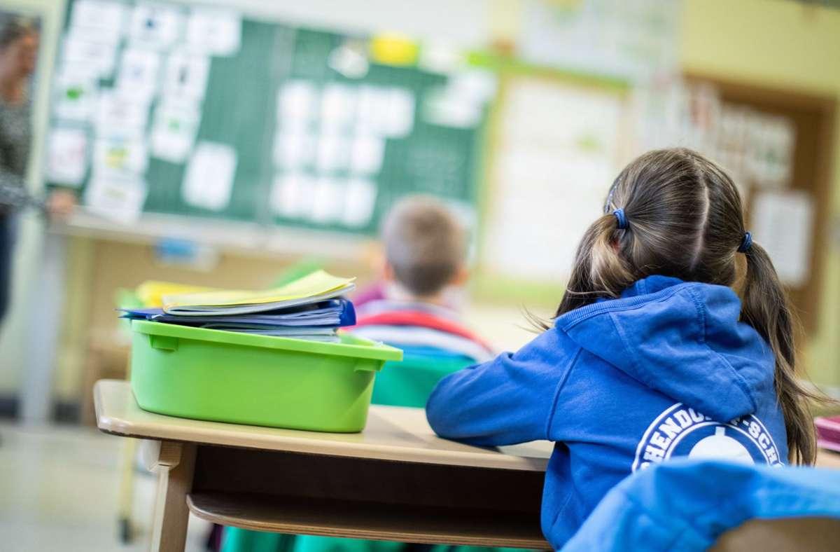 Es bleibt weiter unklar, ob es nach den Osterferien Wechselunterricht für alle Schüler geben wird. Foto: dpa/Marcel Kusch