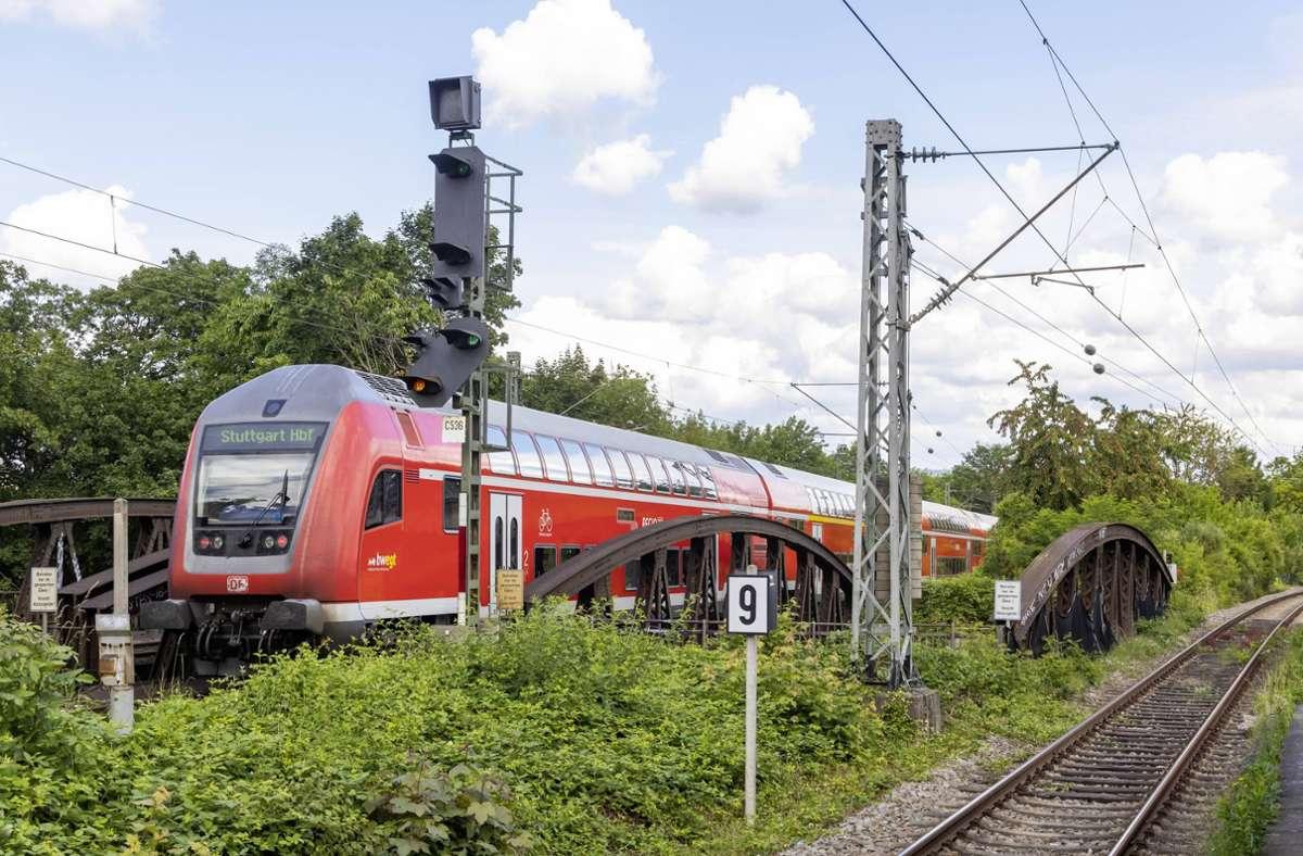130 elektrische Doppelstock-Triebzüge sollen der steigenden Nachfrage im Nahverkehr in der Region Stuttgart, sowie am Bodensee gerecht werden. Foto: imago images/Arnulf Hettrich