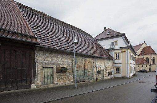 Die Drittelscheuer schließt an das  Pfarrhaus an. Nach der Sanierung wird die Scheuer in das Stadtmuseum integriert. Die Details stehen aber noch nicht fest Foto: Michael Steinert