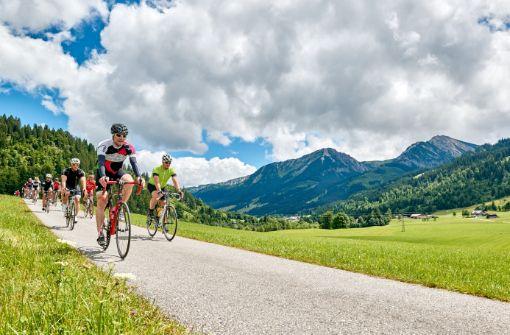 Die Ausfahrten führen durch abwechslungsreiche Natur im und um das Tiroler Hochtal.