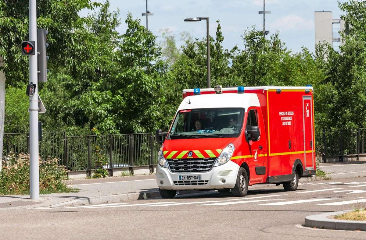 In Frankreich ist ein Busfahrer von Fahrgästen lebensgefährlich verletzt worden. (Symbolbild) Foto: Shutterstock/frantic00