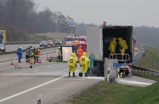 A8-Vollsperrung nach Gefahrgut-Zwischenfall
