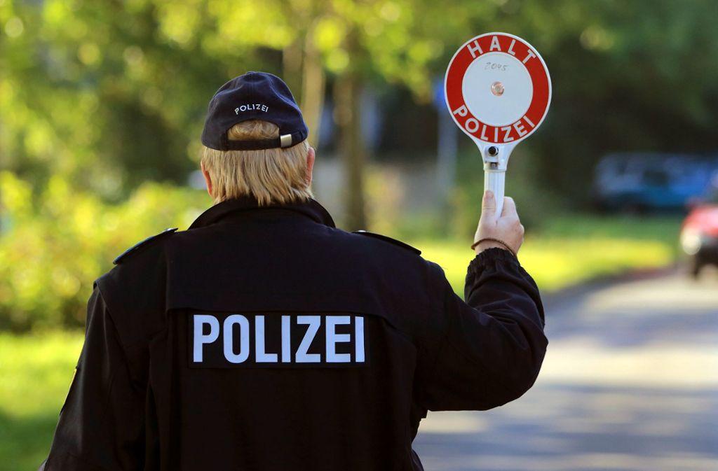 Wenn die Polizei kontrolliert, kommt es immer wieder z u Beleidigungen. Foto: dpa/Jens Wolf