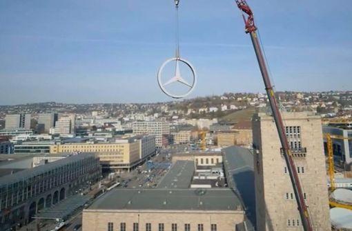 Spektakulärer Drohnenflug beim Umzug   des  Mercedes-Sterns