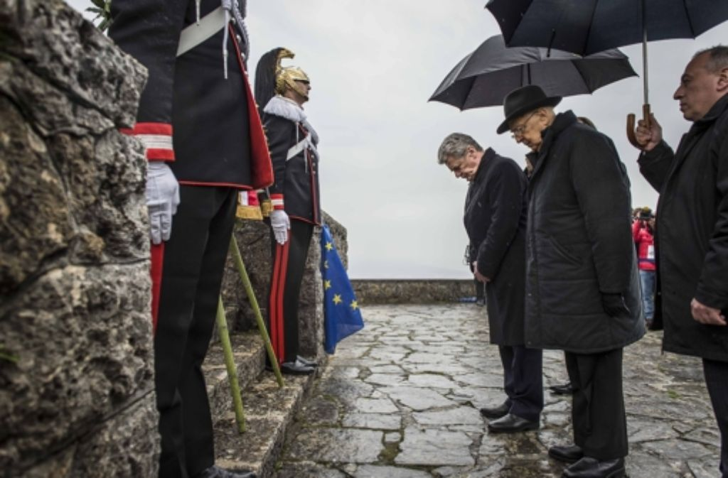 Bundespräsident Joachim Gauck hat der Opfer des SS-Massakers von 1944 gedacht. Foto: dpa