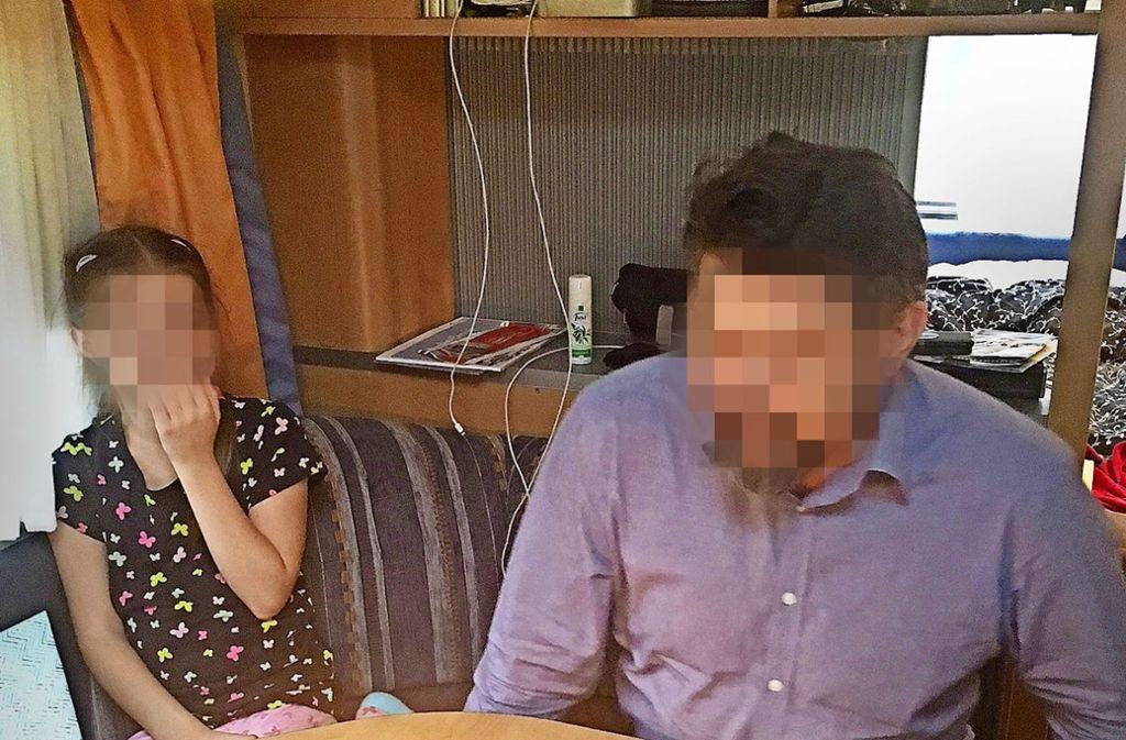 Lara und ihr Vater Thomas Karzelek feiern Geburtstag. Auf seinen Wunsch hin müssen Fotos von nun an unkenntlich gemacht werden. Foto: privat