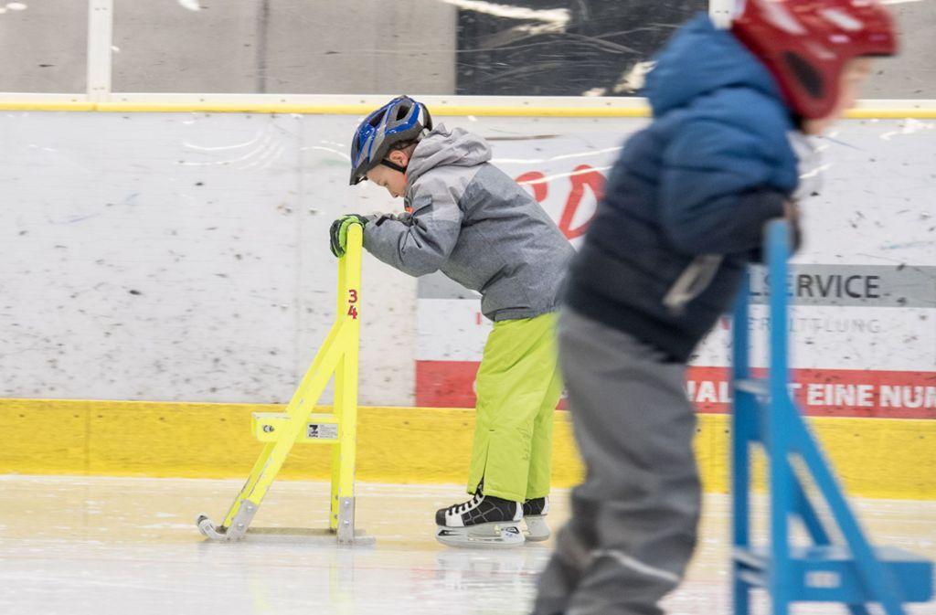 In der Eiswelt in Stuttgart haben Betreuer ein Kind vergessen – die Polizei half (Symbolbild). Foto: Martin Stollberg