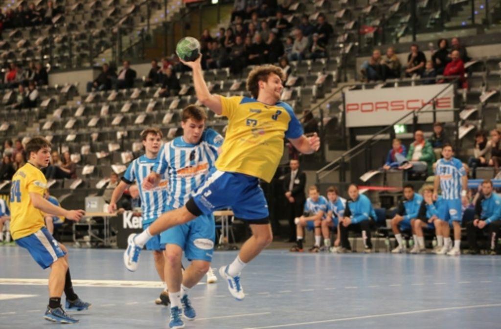 Marcel Lenz (mit Ball) und Lucca Holder (links) verlassen den TSV Schmiden. Foto: Patricia Sigerist