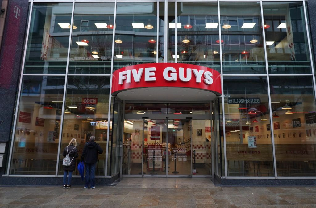 Am Montag eröffnet in Stuttgart die Burgerkette Five Guys. Foto: Andreas Rosar Fotoagentur-Stuttg