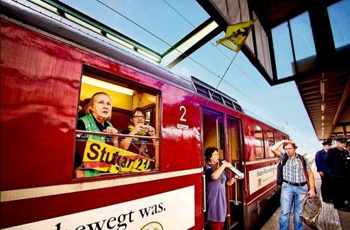 Ein Sonderzug zeigt schnelle Verbindungen in der Region – und ist auch Protest gegen Stuttgart 21. Foto:
