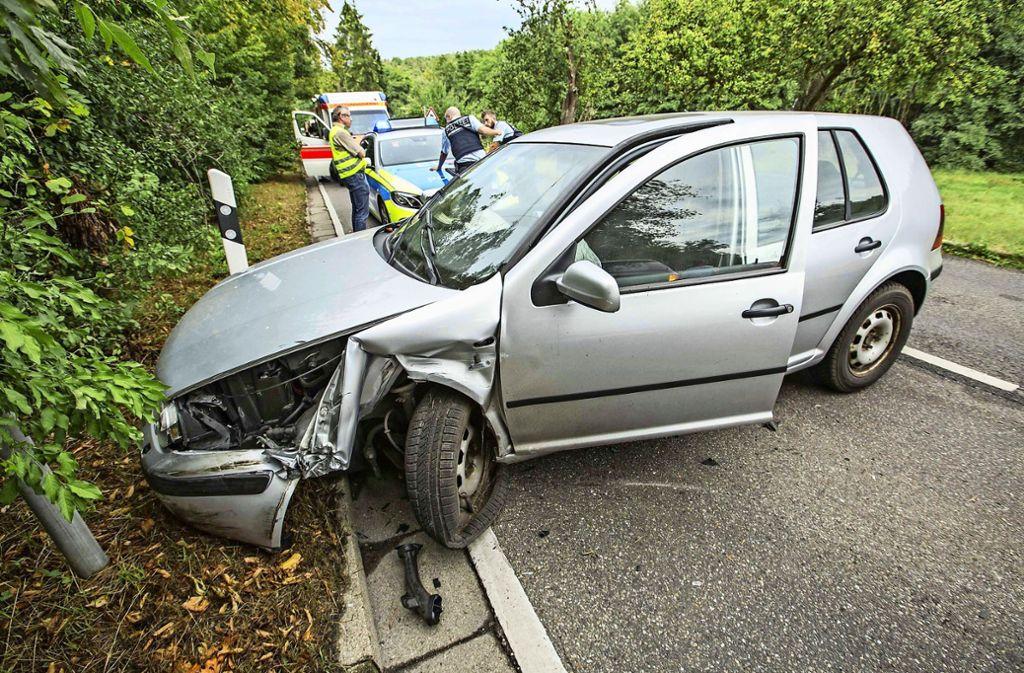 Ein Auto krachte im August vergangenen Jahres  auf der Feuerbacher-Tal-Straße in den Gegenverkehr. Es gab drei  Verletzte. Foto: 7aktuell.de/Simon Adomat