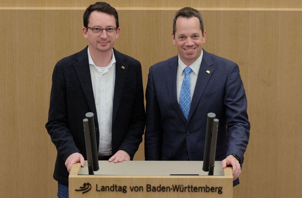 Die Landtagsabgeordneten Jonas Weber und Nicolas Fink am Rednerpult. Foto: SPD Fraktion BW