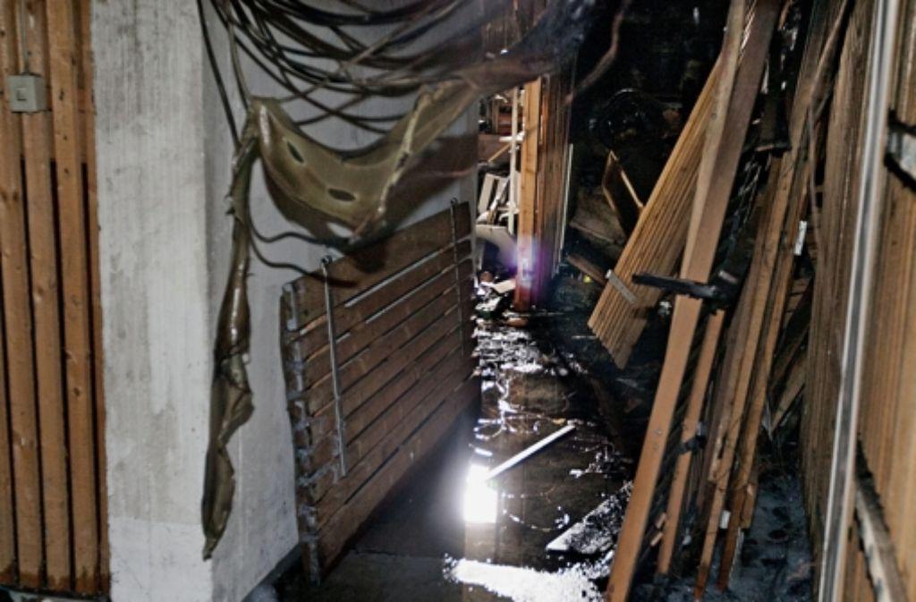 Das Feuer hat im Keller  ein Bild der Verwüstung hinterlassen. Foto: Horst Rudel