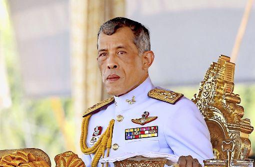 Kinder schießen auf Thai-König