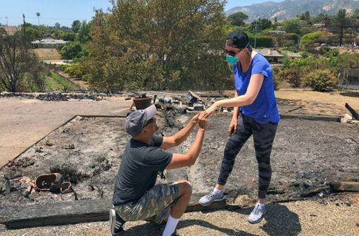 Verbrannten Ring gefunden – Mann hält erneut um Hand seiner Frau an