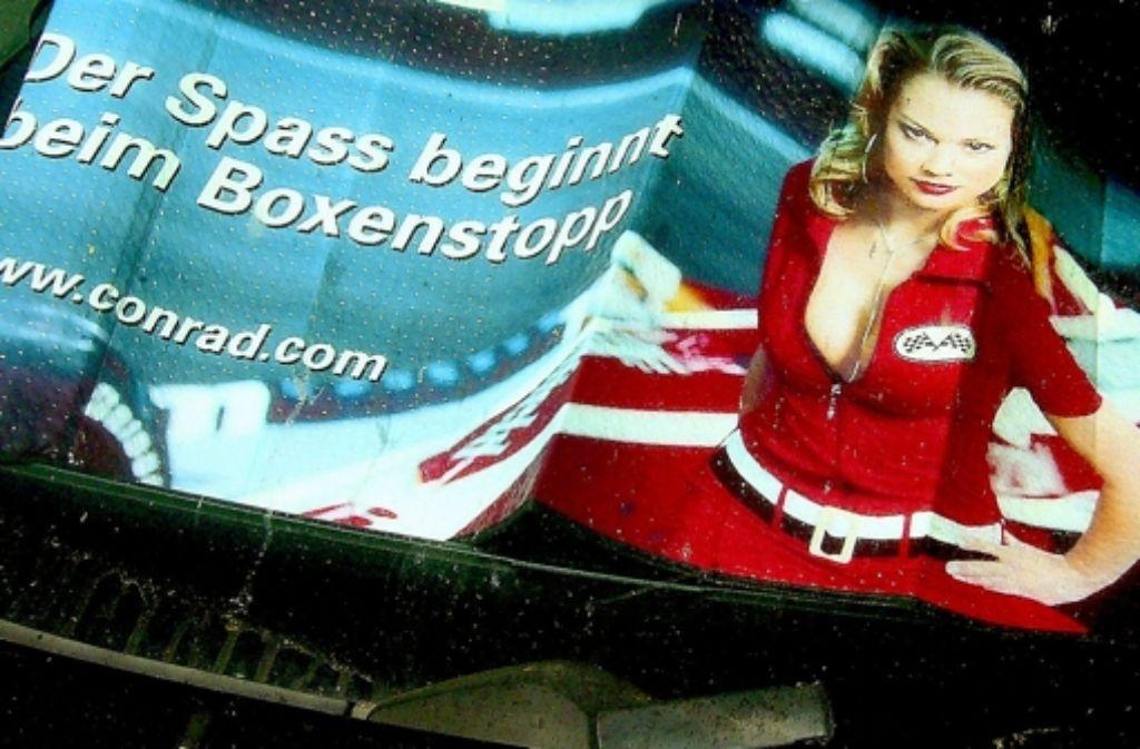 In der Werbung mit weiblichen Reizen nicht gegeizt. Foto: Nanna Lüth