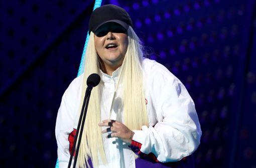 Toni Watson knackt als erste Musikerin Spotify-Marke