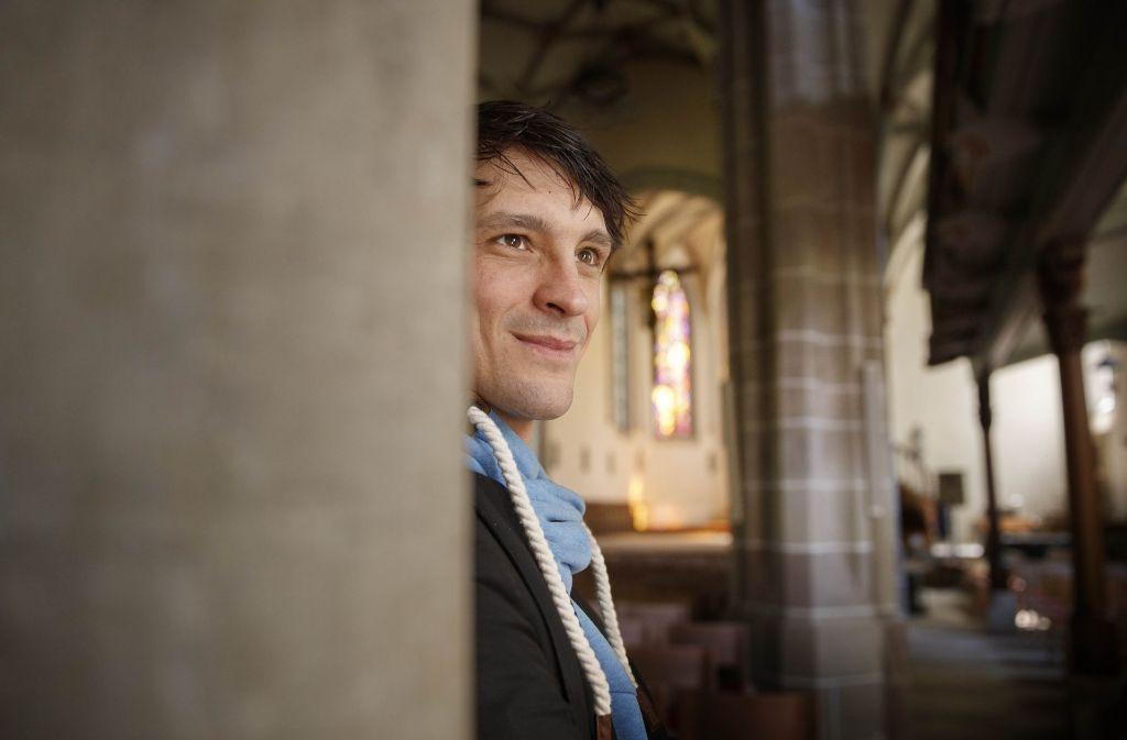 David Pichlmaier in der Waiblinger Michaelskirche: Dort treten die Salierchöre mit dem Oratorium Elias  am Sonntag auf, am Samstagabend findet das Konzert in Waiblingen-Hegnach statt. Foto: Gottfried Stoppel
