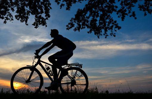 Polizei rettet Radfahrer von der B14